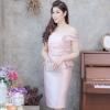 ชุดออกงาน/ชุดไปงานแต่งงานสีชมพู เปิดไหล่ ทรงเข้ารูป ลุคเรียบหรู สวยสง่า