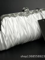 กระเป๋าถือออกงานสีขาว ทรงรี จับจีบ มีสายสะพาย