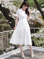 ชุดเดรสยาวสีขาว ผ้าลูกไม้ คอปก แขนสั้น ลุคสวยหวาน เรียบร้อย ดุดี