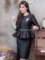 ชุดสีดำเรียบร้อย สวยหรู ดูดี เสื้อผ้าไหมแขนสามส่วน เอวระบาย + บกระโปรงผ้าไหมสีพื้นเข้าเซ็ต