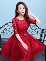 ชุดเดรสออกงานสีแดง ผ้าลูกไม้เกรดพรีเมี่ยม คอกลม แขนสามส่วน เอวแต่งดอกไม้ ลุคสวยหวานสไตล์เจ้าหญิง ใส่เป็นชุดออกงาน ชุดไปงานแต่งงาน