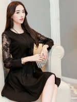 ชุดเดรสสั้นสีดำ แขนลูกไม้ คอกลม กระโปรงบานทรงสวิง สวย น่ารักๆ แฟชั่นสไตล์เกาหลี