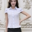เสื้อเชิ๊ตทำงานผู้หญิง สีขาว คอปก แขนสั้น กระดุมผ่าหน้า ด้านหน้าผ้าลูกไม้ ด้านหลังเป็นผ้าชีฟอง thumbnail 2