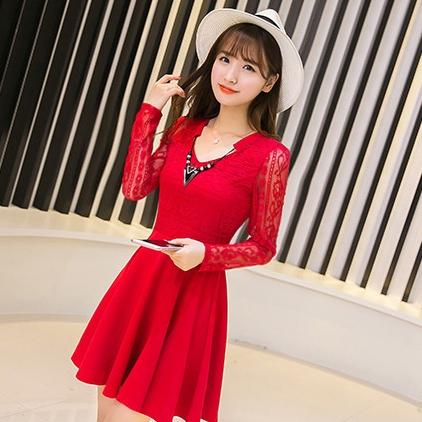 ชุดเดรสสั้นสีแดง คอประดับสร้อยคอสวยเก๋ ผ้าลูกไม้ แขนยาว แฟชั่นสไตล์เกาหลีสวยๆ น่ารักๆ