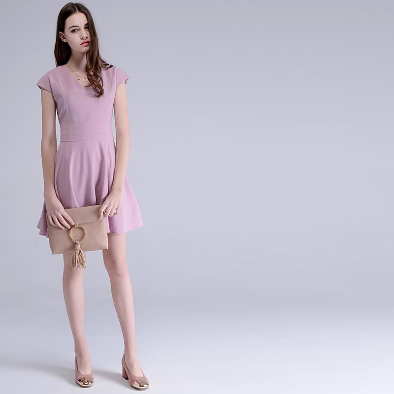 ชุดเดรสสีม่วงสวยๆ