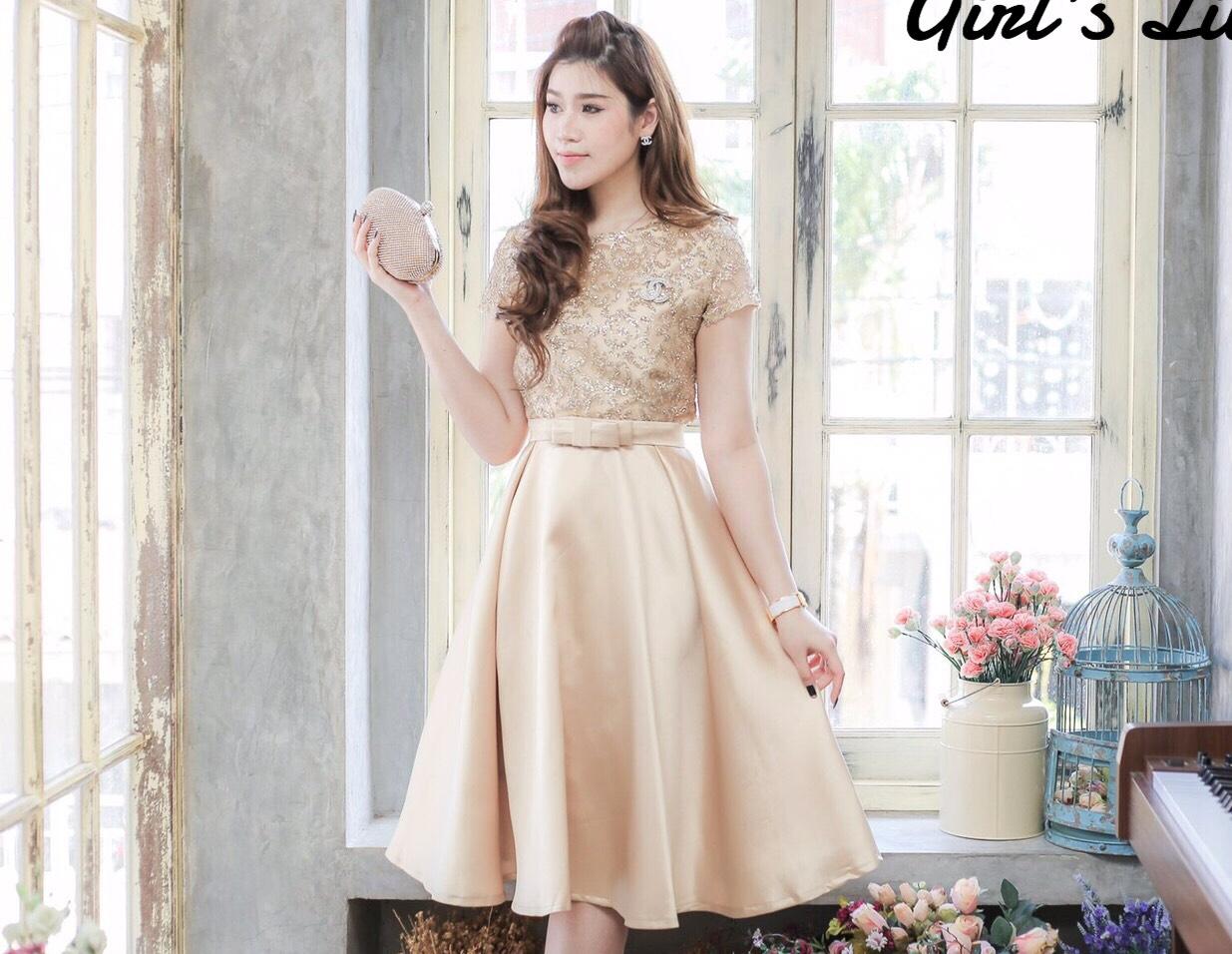 ชุดเดรสสวยหรูใส่ไปงานแต่งงาน ใส่ออกงาน สีทอง ตัวเสื้อปักเลื่อมสวยๆ แขนสั้น เย็บต่อด้วยกระโปรงบานผ้าไหมเกรดดี พร้อมเข็มขัดโบว์เข้าชุด