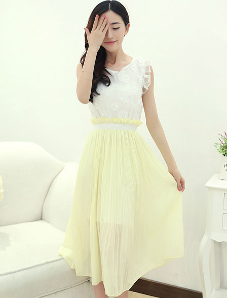 ชุดเดรสยาวแฟชั่นเกาหลี สีเหลือง เสื้อสีขาวผ้าแก้วปักลายดอกไม้ แขนกุดแต่งระบาย เอวยืด กระโปรงผ้าชีฟอง
