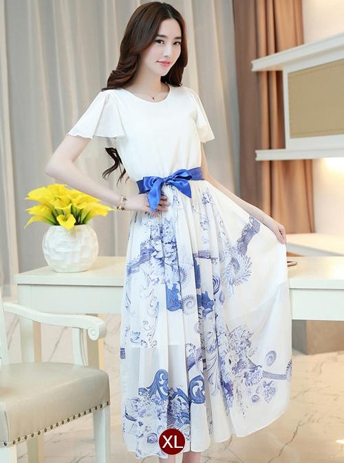 ชุดเดรสยาวสีขาวลายดอกไม้ ผ้าชีฟอง แขนสั้นระบาย เอวยืด กระโปรงลายดอกไม้สีฟ้า พร้อมริ้บบิ้นผูกเอวเข้าชุด ไซส์ XL